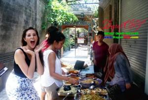 Makan di gang